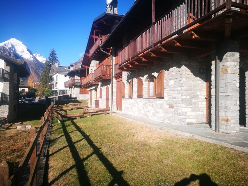 Panoramico alloggio in ristrutturazione in stile montano